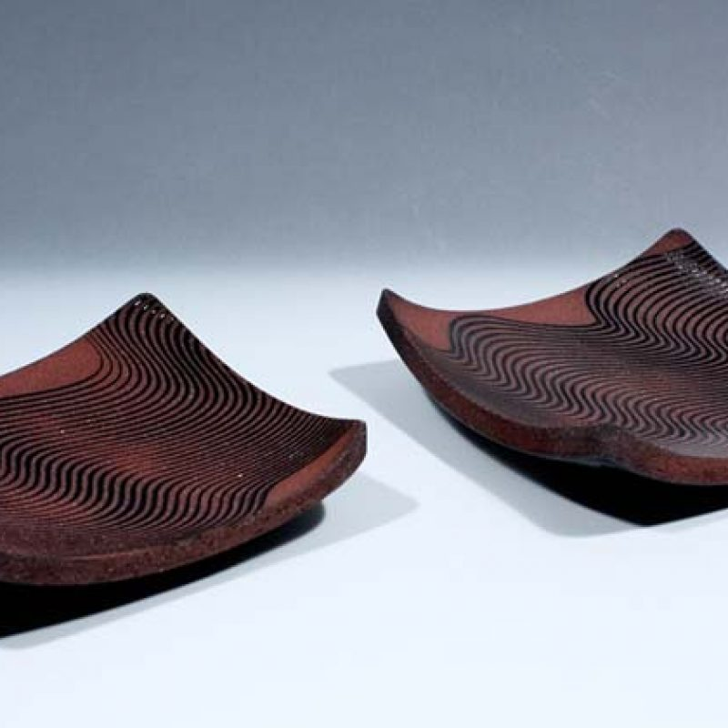 Suleyman Saba SS24+SS25_Pair of square Red and Black Stoneware Wave dishes d18-5 x 18-5 cm