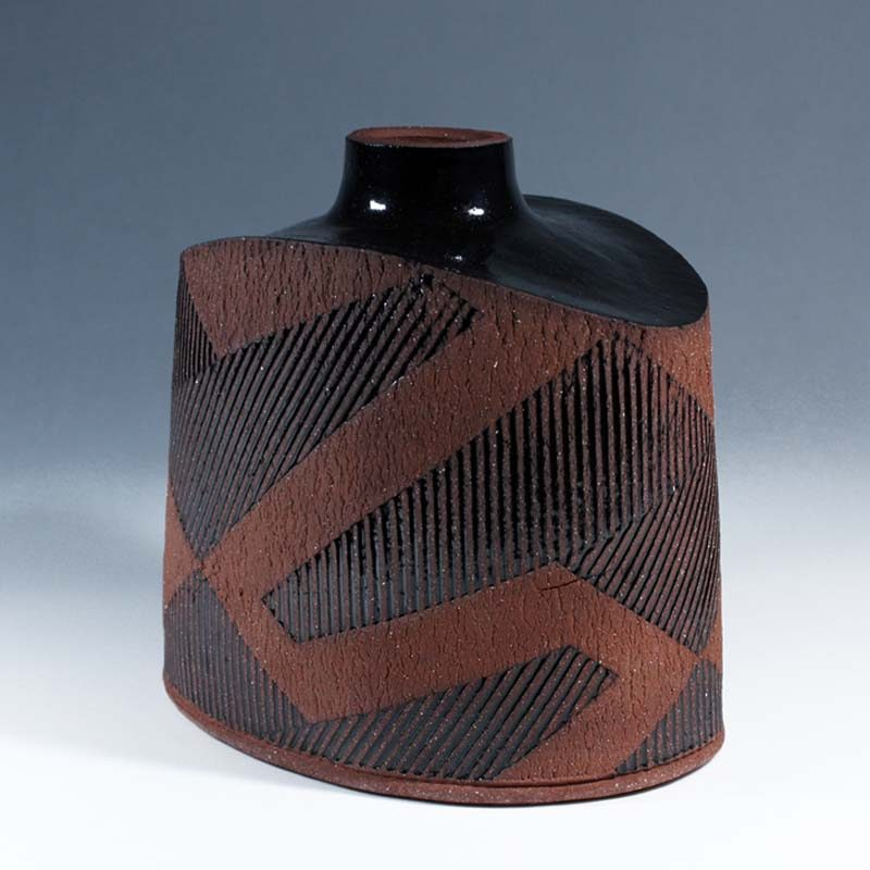 Suleyman Saba SS4_Squat vase, red and black stoneware h17 x 17 cm