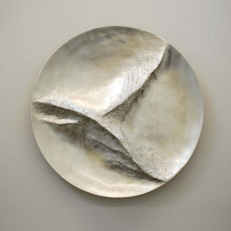 Simon Allen Swallow Flight 6ct White Gold on Carved Wood Ø119x12-5cm