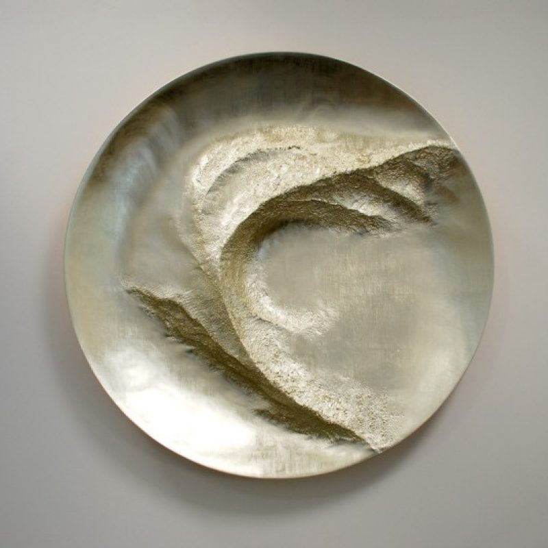 Simon Allen Turning Point, 12ct White Gold on Carved Wood Ø115 cm.