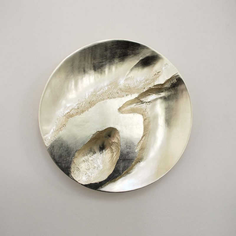 Simon Allen Form and Transformation 10, 12ct White Gold on carved wood Ø 50 cm.