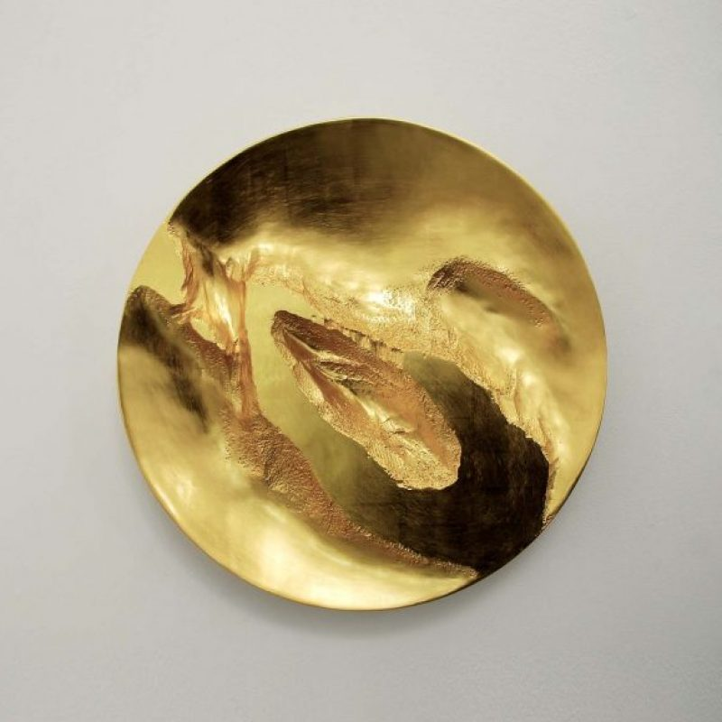 Simon Allen Form and Transformation 14, 22ct Gold on carved wood Ø 50 cm.