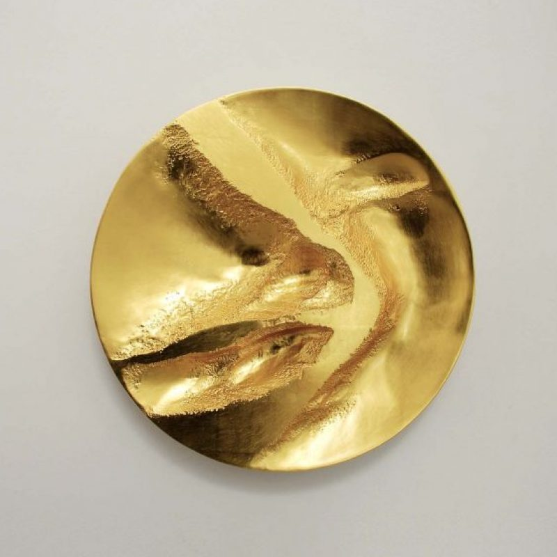 Simon Allen Form and Transformation 15, 22ct Gold on carved wood Ø 50 cm.