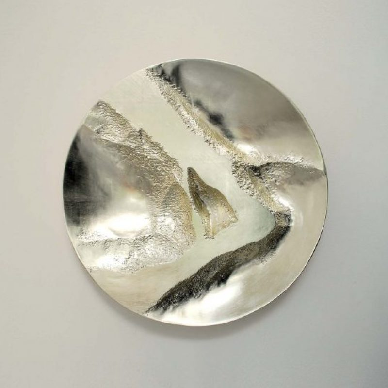 Simon Allen Form and Transformation 7, 12ct White Gold on carved wood Ø 50 cm.