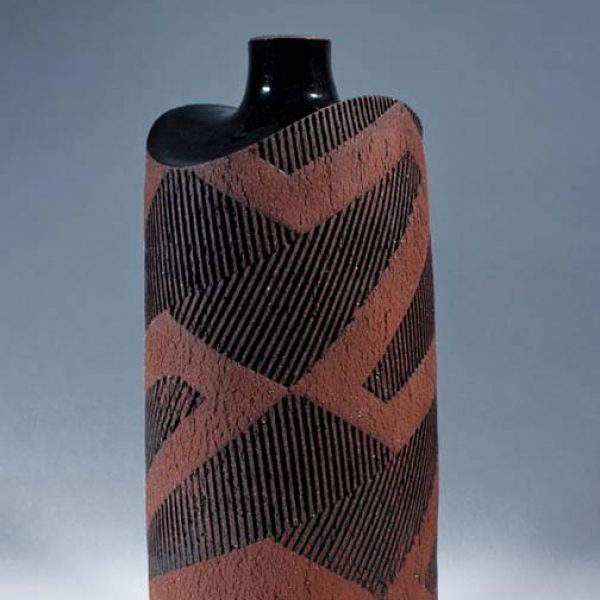 Suleyman Saba SS1_Tall vase, red+black stoneware h30 x 14