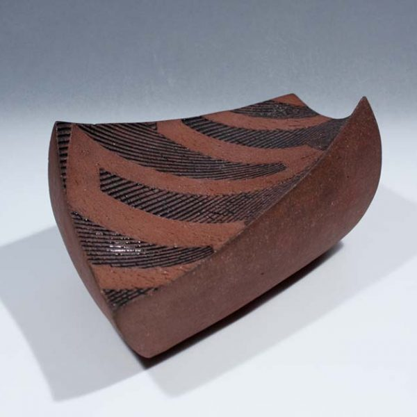 Suleyman Saba SS6_Twisting dish, red+black stoneware h8 x 27 cm