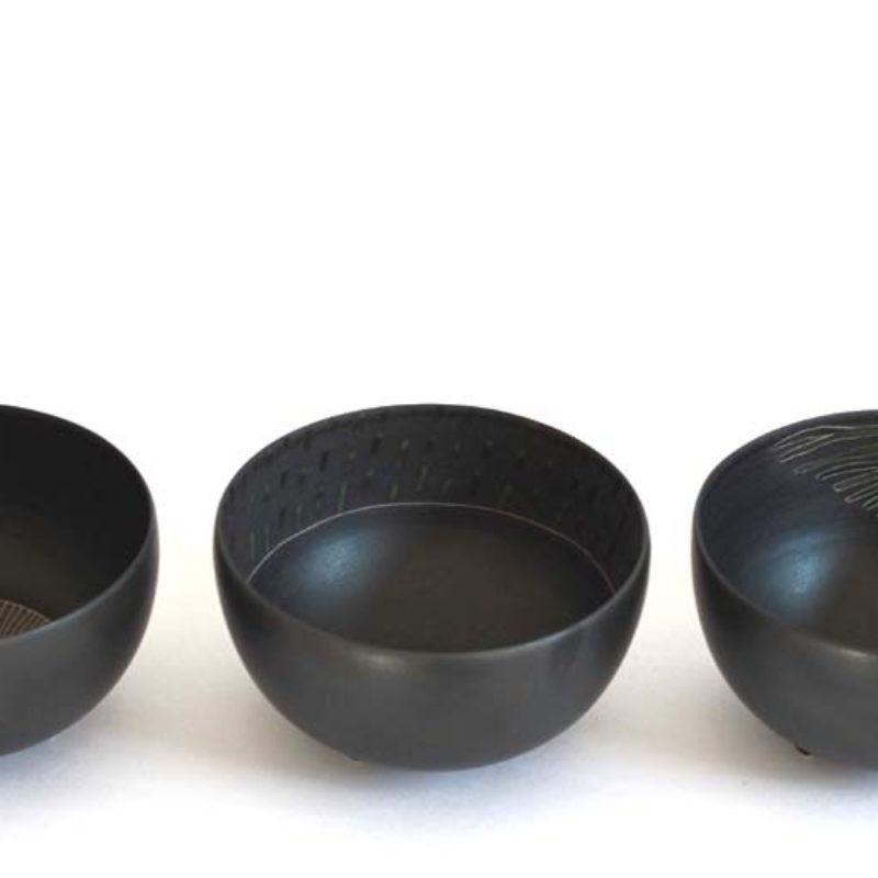 Christiane Wilhelm 18. Black and Green Three footed Bowls Porcelain Ht. 6 x Ø 11cm.