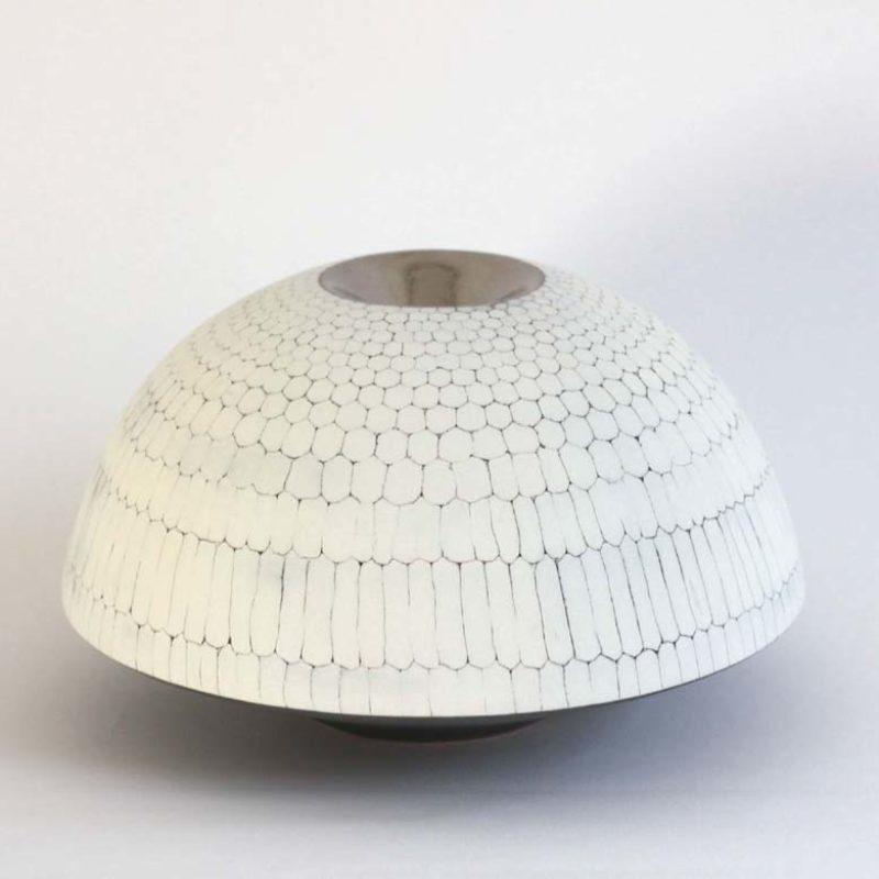 Christiane Wilhelm 19. Discus Form Stoneware Ht. 11 x Ø 19 cm.