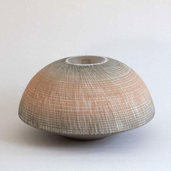 Christiane Wilhelm 20. Discus Form Stoneware Ht. 11 x Ø 19 cm.