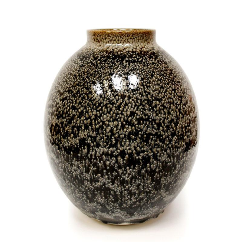 Albert Montserrat Small Cream Vase with Oil Spot Glazes Thrown Porcelain ht. 30 x Ø 25 cm.