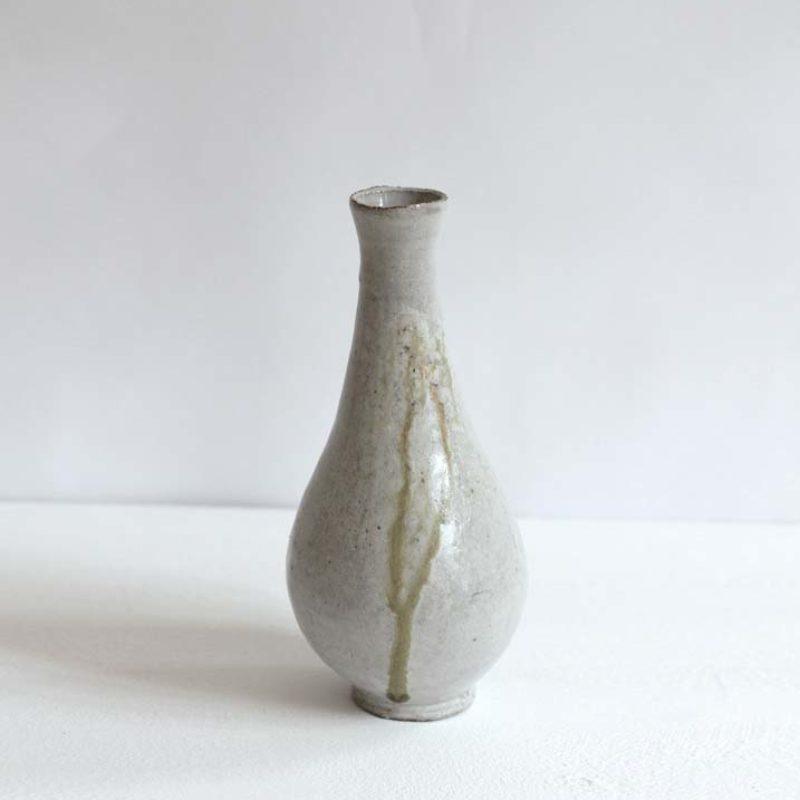 Akiko Hirai H18. White Drop Vase, Stoneware h25 cm.