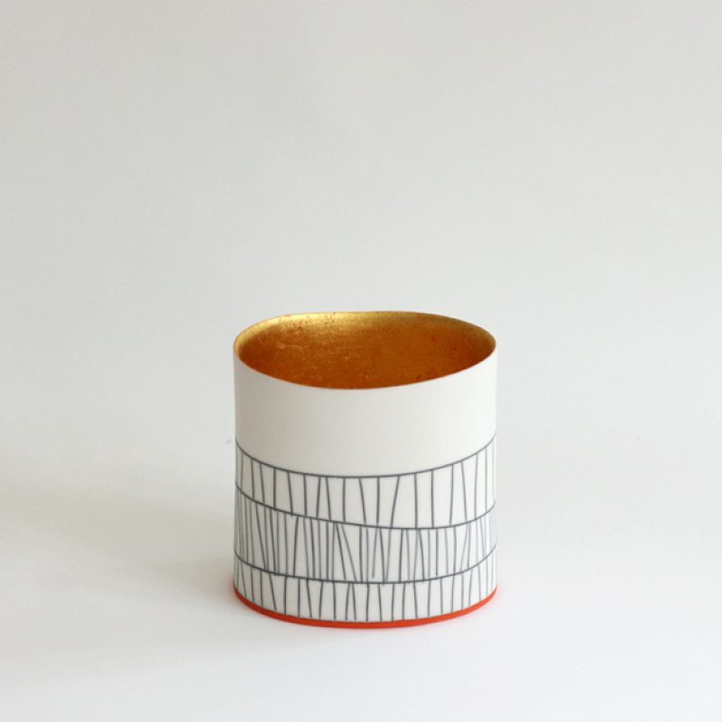 S51. Oval vessel with 23ct gold interior 12 x 12 cm. Sold